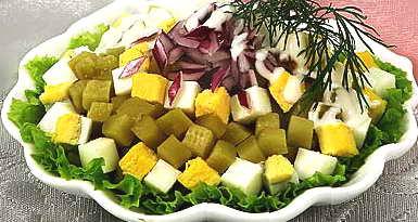 Салат из яиц с солеными огурцами