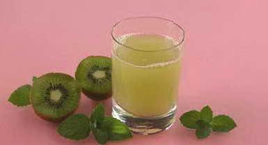 Рецепт: Напиток лимонный с киви.